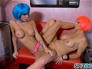 tribbing space sisters Jessica Jaymes and Julia Ann