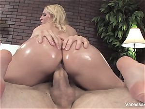 Her elastic bum gets lubricated up and then she gets ravaged