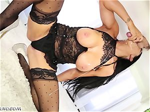 marvelous masseuse Romi Rain knows what you want