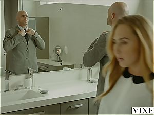 Carter Cruise gets multiple orgasms while her manager keeps fuckin' her