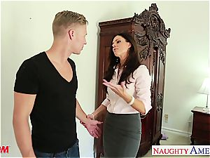 sexy India Summer gets cum spilled on her hairless muff