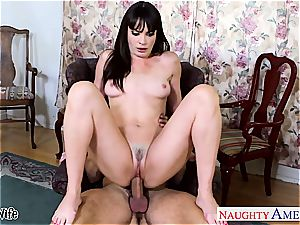 dark haired wife Dana DeArmond take trunk