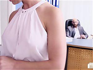 donks BUERO - super hot German secretary penetrates her boss