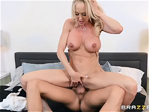 Brandi enjoy banged in her raw twat