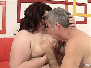 fat beauty Gets Her gullet and cootchie filled with a manhood