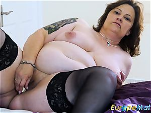 EuropeMaturE buxomy round Solo toying getting off