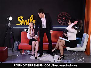 LOS CONSOLADORES - beefy stiffy for two marvelous honies