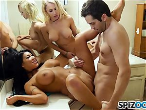 Spizoo - Donnie shag Alix and August in the bathroom