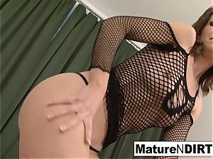 dark haired cougar drains before taking a bbc